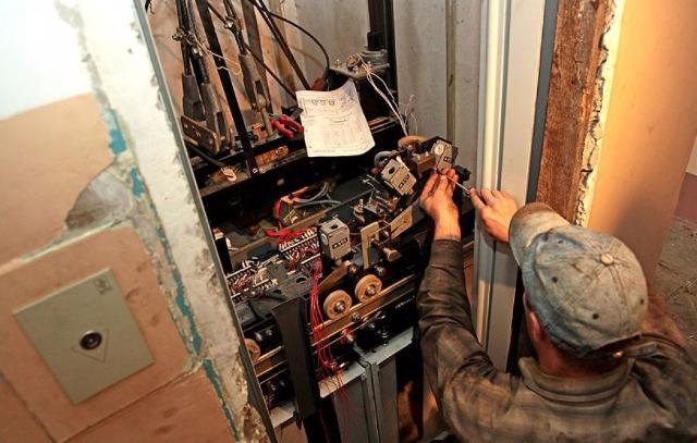Около 2 тысяч лифтов заменили в домах по программе капремонта в Москве Новости mos. news